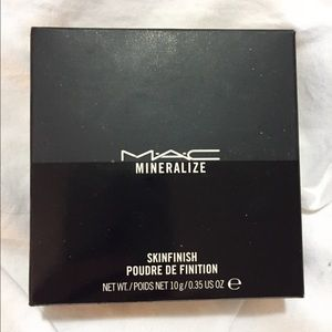 BNIB MAC Mineralized Skinfinish